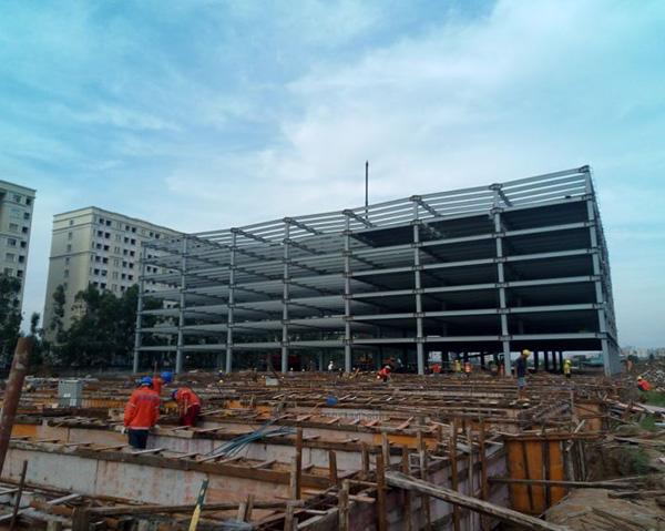 多高层钢结构是指适用于多层和高层建筑的钢结构体系,包括钢框架